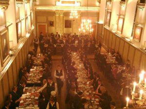 実在のハリーポッターのようなディナー「フォーマルホール」