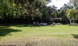 【ガーデンパーティ】日が長くなってきたら、ここぞとばかりに開きまくるイギリスの初夏。エルメスではない。