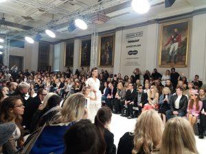 ロンドンコレクションSS18。ファッションショーと学術の国際学会の比較